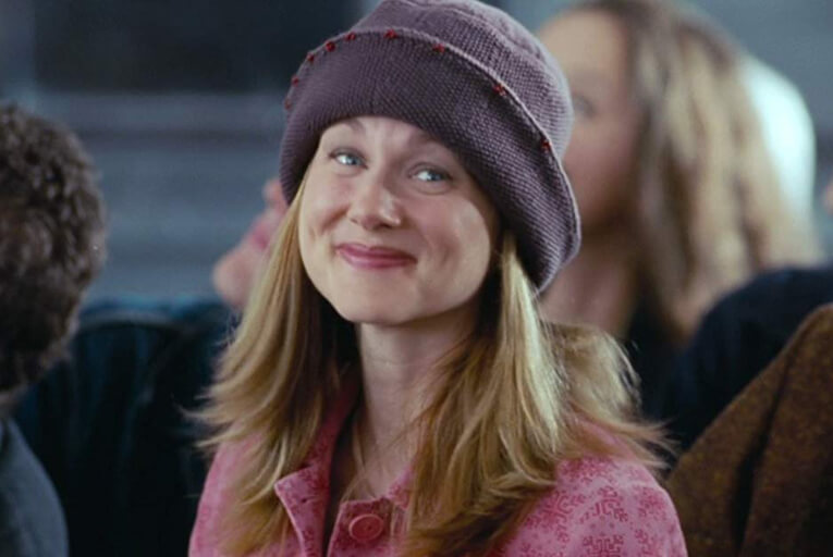 Sarah in Love Actually wearing a hat